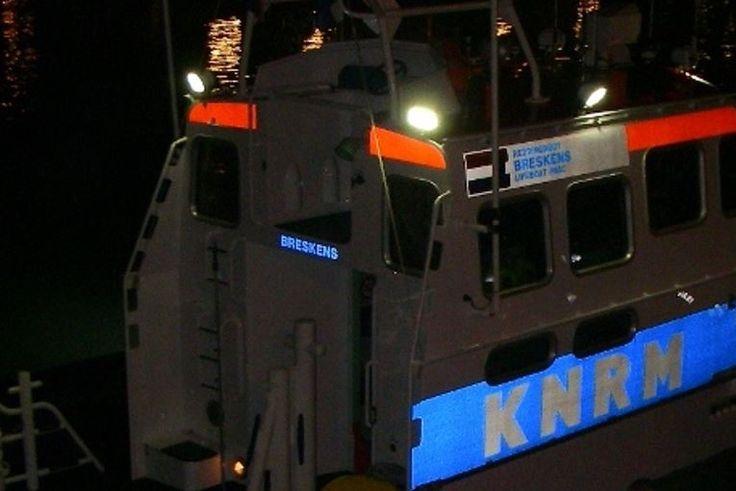 De reddingboten van Hansweert en Breskens zijn zaterdagnacht uitgerukt voor een mogelijke drenkeling bij Terneuzen. Gelukkig kwam snel het bericht dat de vrouw uit het water was en opgevangen werd door de politie.