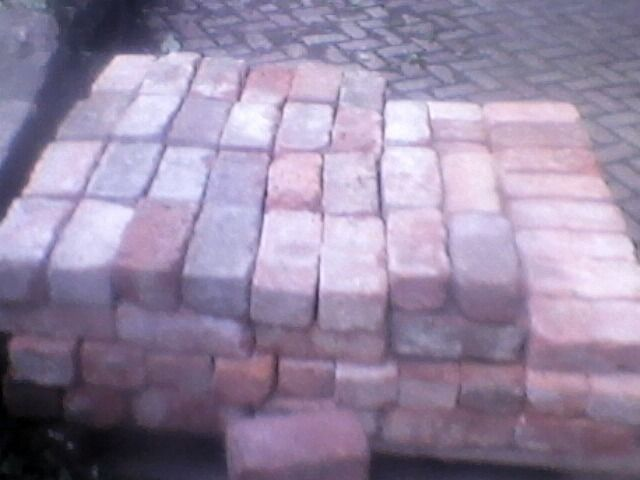 Reclaimed good quality victorian handmade bricks for sale can deliver. Only 0.60 p each . Large quan
