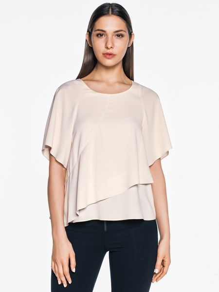 This top is made from a stretch high twist crepe. It features short wide sleeves and…