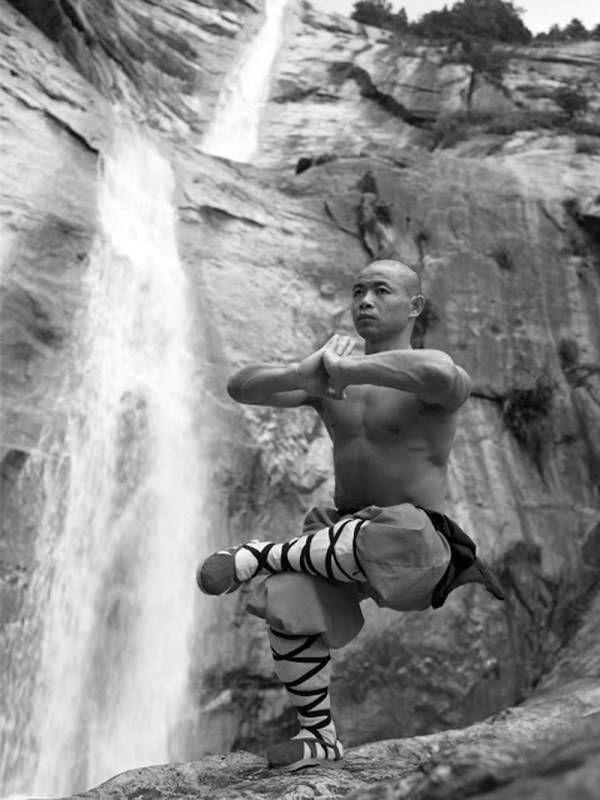 17 mooie foto's van Shaolinmonniken in kungfutraining | Flabber