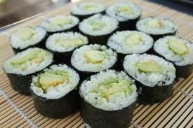 sushi maken met avocado
