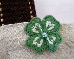 """pin badge - clover"" embroidered leaves with felting ponpon Ⓒ HAPPa-Ya Nagako Ono  URL: http://happa-ya.net #craft #felting #clover"
