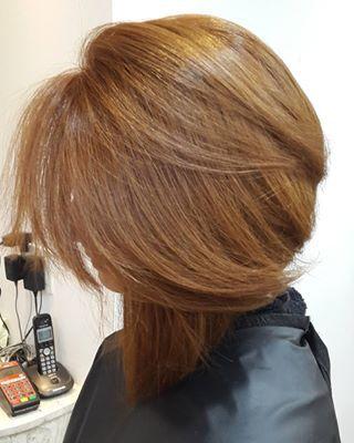 Como uma cor pode cair tão bem em cabelos lisos?   17 imagens de cabelos ruivos que vão te dar vontade de correr para o salão