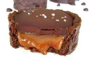 Les tartelettes au chocolat fourrées au caramel au beurre salé