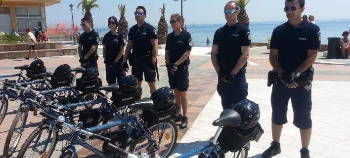 Με ηλεκτροκίνητα ποδήλατα και βερμούδες οι περιπολίες αστυνομικών στην Κατερίνη