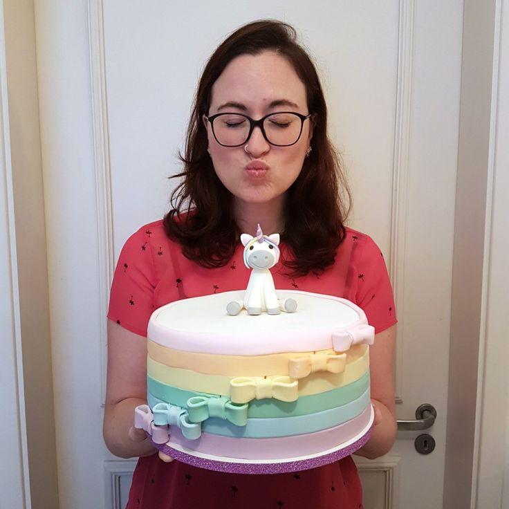 Feito por Bolos da Cíntia  Orçamentos e encomendas:   E-mail: contato@bolosdacintia.com  Whatsapp: (11) 96882-2623    Bolo Arco-Íris + Unicórnio para o aniversário de 1 ano de uma menininha muito amada     #bolosdacintia #unicornio #arcoiris #bolodeunicornio #bolounicornio #unicorn #unicorncake # #lacinhos #festademenina #rainbow #cake #rainbowcake #cakedesigner #cakedesign #cakedecorating #cakeboss #tonspastel #tonspasteis #pastelcolors #pastel
