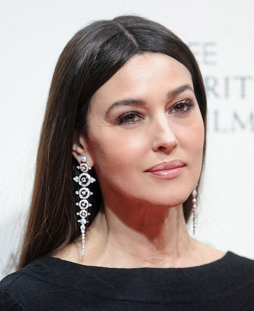 Monica Bellucci en Boucheron http://www.vogue.fr/joaillerie/red-carpet/diaporama/les-bijoux-des-bafta-awards-2015/18973/carrousel#monica-bellucci-en-boucheron