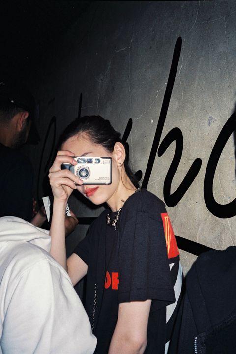 teammizuhara:  Kiko Mizuhara at Cakeshop Seoul by  Aston Husumu Hwang    Awesome. Kiko Mizuhara shoots a Contax T2.