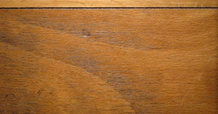 Resultados de kits para retocar pisos de madeira. Pisos de madeira tornam-se arranhados e sem brilho pelo desgaste diário e pelo uso de produtos de limpeza impróprios. Kits para retocar o piso envolvem processos em três passos para limpar, preparar e aplicar uma nova camada de acabamento mais claro. Esses kits dão melhor resultado nos pisos com menos arranhões na superfície, não na madeira mesmo. ...