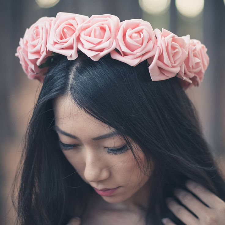 ♥ Beautiful hair accessory for weddings, festivals or any special day. It is very comfortable to wear and lightweight. Handmade with great care and attention to detail by Brenda with realistic artificial foam roses. On Instagram Flower crown@boutiquebybrendalee Photographer@bradscottimages Model@annekeliu