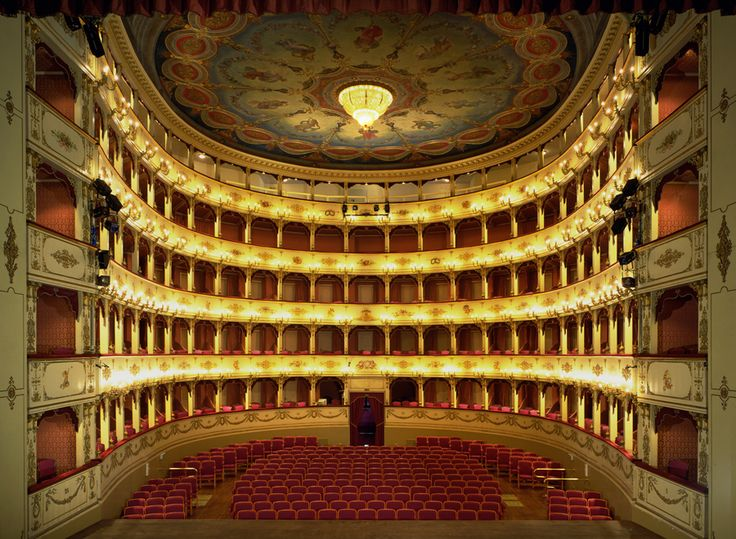 Il Teatro Rossini viene inaugurato come Teatro del Sole nel 1637, durante il pontificato di Urbano VIII che concede, come luogo per gli spettacoli pubblici, le vecchie scuderie ducali costruite da Fed