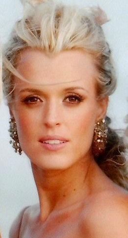 Haarkleur: Blond          Oë: Bruin          Provinsie: Gauteng          Ouderdom: 33