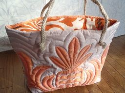 Quality Hawaiian tote in peach/ivory
