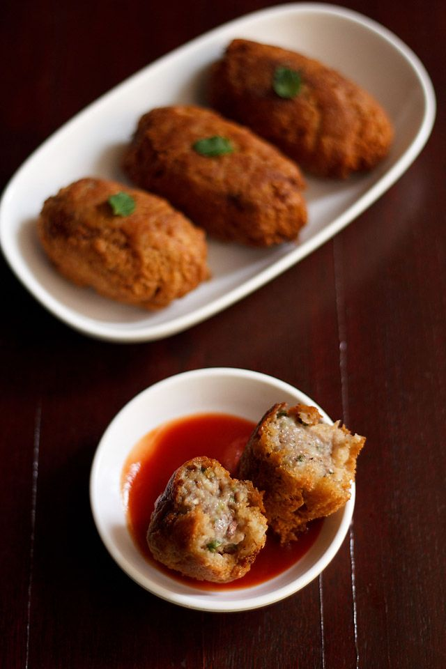 bread rolls with stuffed potatoes – crisp bread rolls with a soft spiced mashed potato filling.  #snacks #indianrecipes