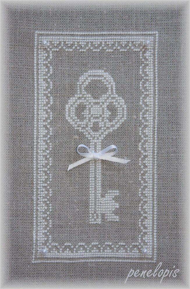 Key and nice pattern on linen from Penelopis' cross stitch freebies