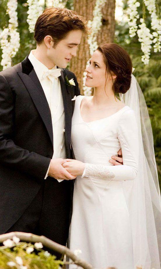 1ccf68962c9 Twilight  Breaking Dawn – Part 1 - Edward Cullen   Bella Swan (Robert  Pattinson and Kristen Stewart)