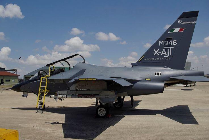 """M-346 inizia l'attività come """"aggressor"""" per gli Eurofighter dell'Aeronautica Militare italiana - DETTAGLIO - Alenia Aermacchi"""
