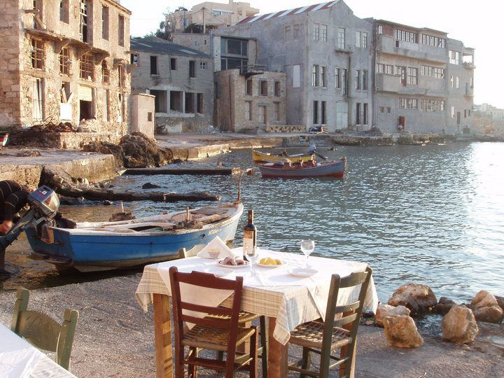 SEA BREEZE RESTAURANT IN THE OLD HARBOR OF CHANIA, CRETE, GREECE