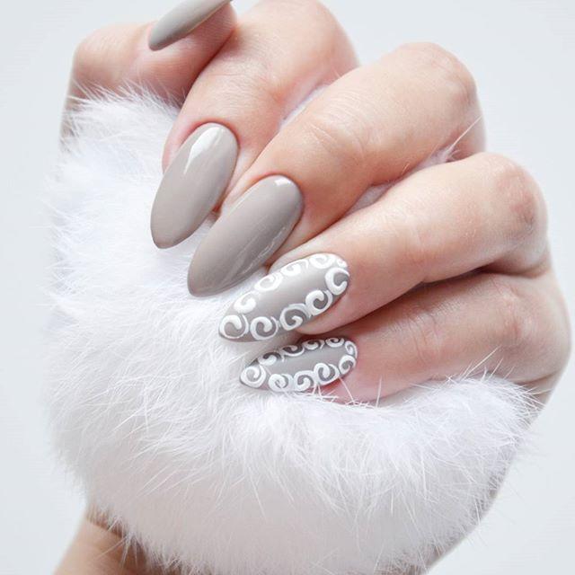 Nowy pazurek!  Przepiękny odcień szarości wpadającej w beż FAT CAT @indigonails i zdobienia wykonane Sugar Effect'em  Podoba Wam się? Lubię takie kolory jesienią!  #indigo indigonails #indigonailslab #hybrid #hybridnails #hybridmanicure #manicure #nailart #nailswag #nailstagram #nailoftheday #hybryda #hybrydowe #paznokcie #nails #pazurki #zdobienie #sugareffect #masterart #blog #blogerka #blogger #bbloggers #bbloger #bblog #beauty #uroda  Więcej moich stylizacji znajdziecie klikając w...