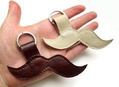 Este simpático chaveiro para dia dos pais é ótima opção de lembrancinha (Foto: Divulgação)