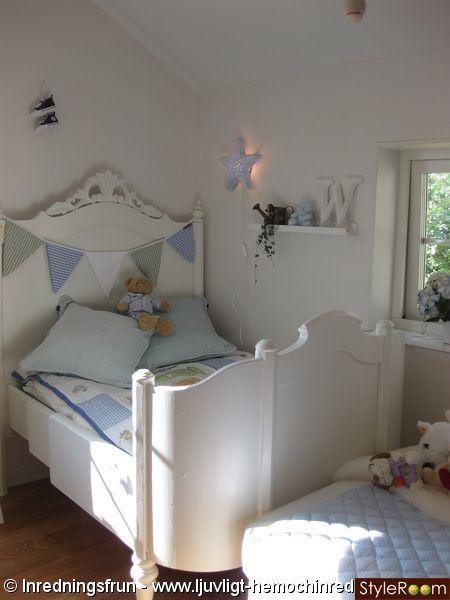 barnrum,pojkrum,lantligt,imperialsäng,lampa