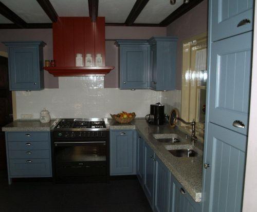 Keuken Licht Blauw : VRI interieur landelijke keuken klassiek blauw met terrazzo blad