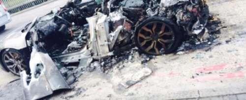Ужасный пожар унес жизнь еще одного суперкара Audi R8. Парни с ресурса The Supercar Kids выложили весьма жесткие фотографии Audi R8, сгоревшего недавно в Лондоне. Инцидент произошел в северо-западной части английской столицы. Причины инцидента не сообщаются, как и непонятно, �