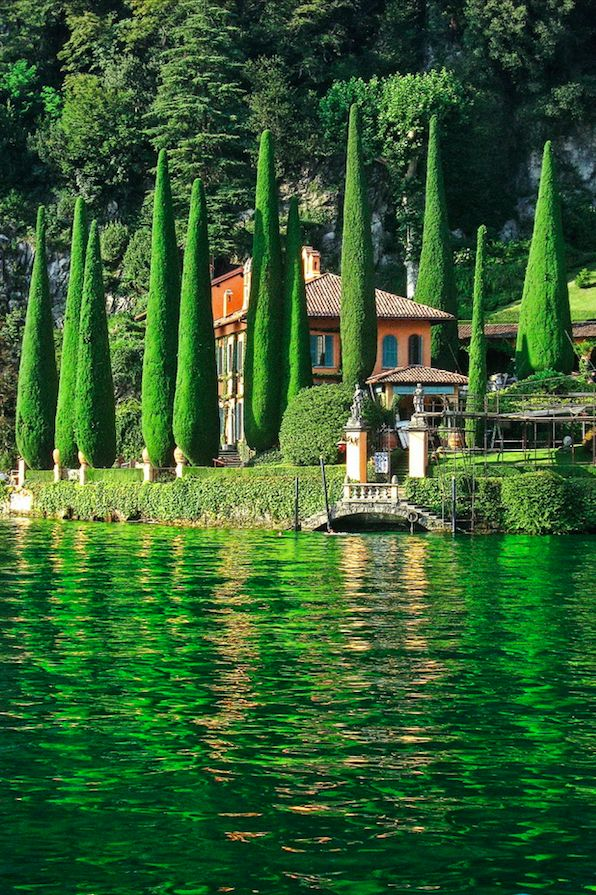 Verdant setting on Lake Como in northern Italy • photo: Daniel Schwabe on Flickr