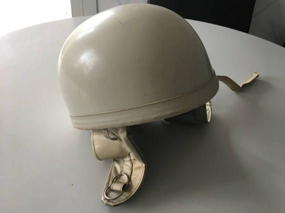 17 meilleures id es propos de casques sur pinterest casques motos motos et motos customis es. Black Bedroom Furniture Sets. Home Design Ideas