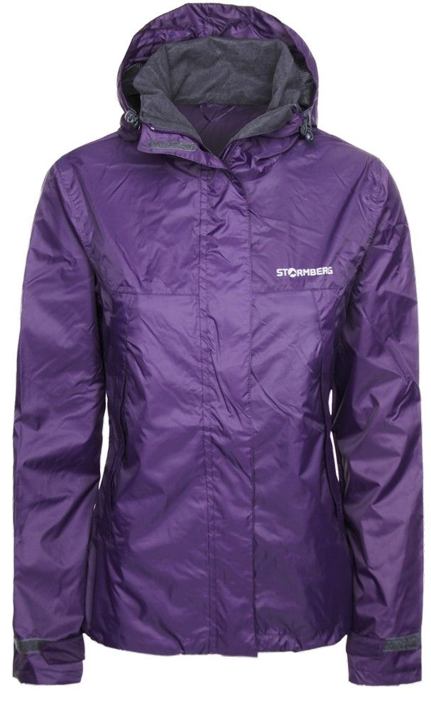 Hellemyr rain jacket with taped seams is wind and waterproof and the perfect companion for your hikes.
