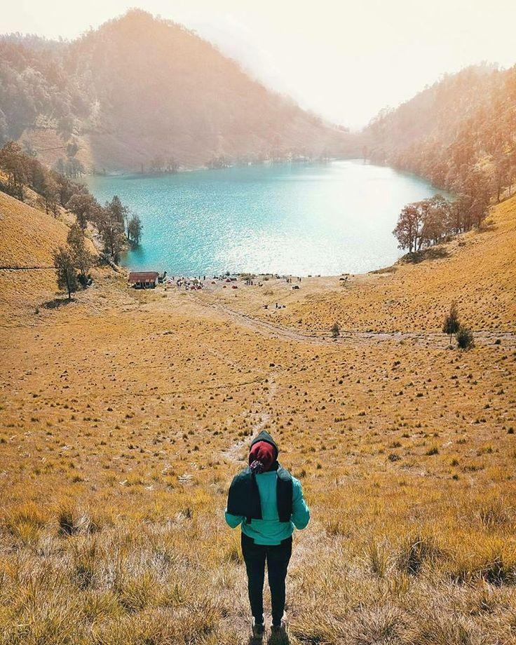 Indah nya perjalanan itu bukan dari apa yang ada pada tujuan kita, atau bukan pula proses perjalanan yang menyenangkan. Indah nya perjalanan itu adalah apa yang kita dapatkan setelah melakukan perjalanan tersebut. Selamat pagi dari Ranu Kumbolo, Semeru. @novanirza . . #morning #quotesoftheday #PesonaIndonesia #indonesiajuara #ranukumbolo #semerumountain #tukangjalan #tukangjalantrip #travelling #tour #vacations #JalanJalanMen #vsco #travelphotography #instagram #instagoods