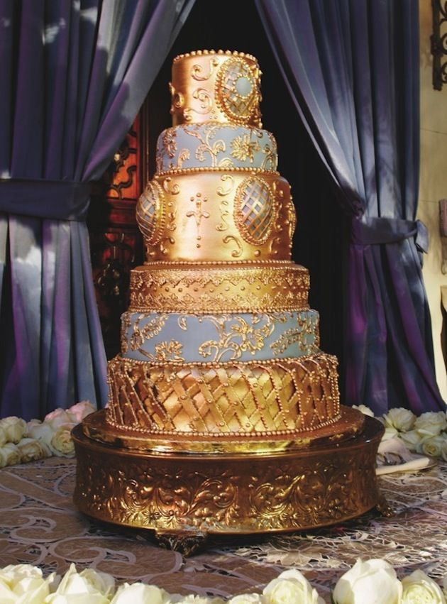 Gold Cake  / Photograph by: Nancy Cohn  /  Cake by: Anna Paz Cakes
