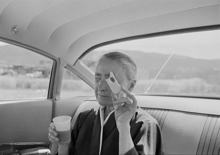 Tony Vaccaro, Georgia O'Keeffe holding cheese Taos Pueblo New Mexico, 1960. Courtesy Tony Vaccaro Studio/Monroe Gallery.