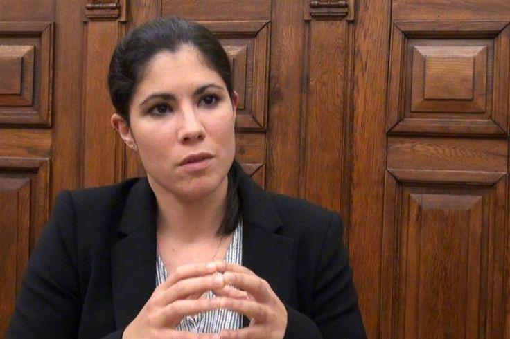 Mariana Mortágua, deputada do Bloco de Esquerda, afirma que o Orçamento do Estado para 2017 é progressista, mas que sofre com os constrangimentos do peso dos juros da dívida pública.