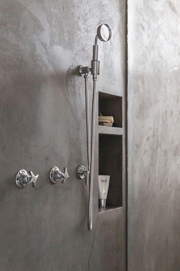 Bond Street Loft is a minimalist house located in New York City, designed by Elizabeth Roberts Design.