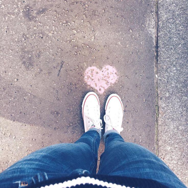 Same wpadają mi pod nogi, serio 😍💜 #loveiseverywhere #nawet aulicy #wbudapeszcie #budapeszt #streetwear #heartbreak#slowtravel#slowlife #slowtrip