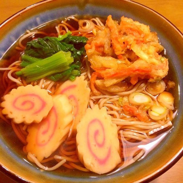 ダンナさまは飲み会。 なので私のだけ〜(≧∇≦) かき揚げは冷凍のチンで〜(≧∇≦) 2015.1.23 - 51件のもぐもぐ - かき揚げ蕎麦でお一人さまな夕食 by かずみ