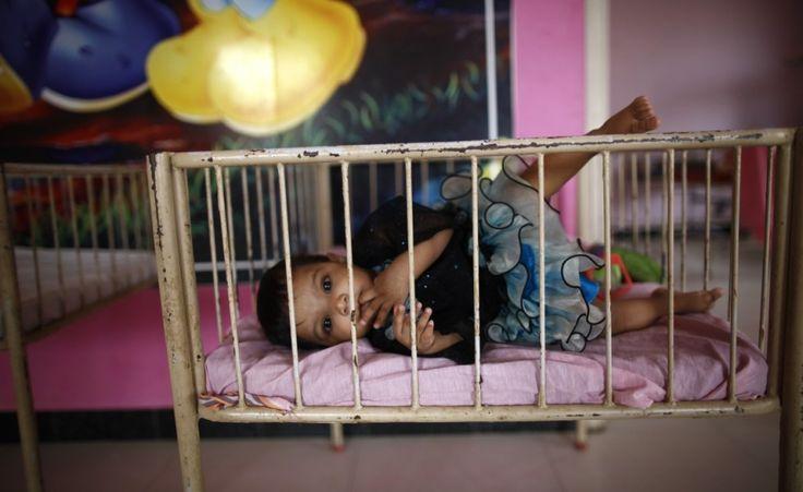Nella culla. Una bambina in una culla nell'orfanotrofio Life Line Trust di Salem, nella provincia indiana del Tamil Nade (Reuters/Mansi Thapliyal)