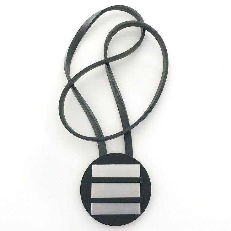 Halsband, plexiglas, aluminium, gummi, handgjort. Necklace, plexiglass, aluminium, rubber, hand made, lagenlook