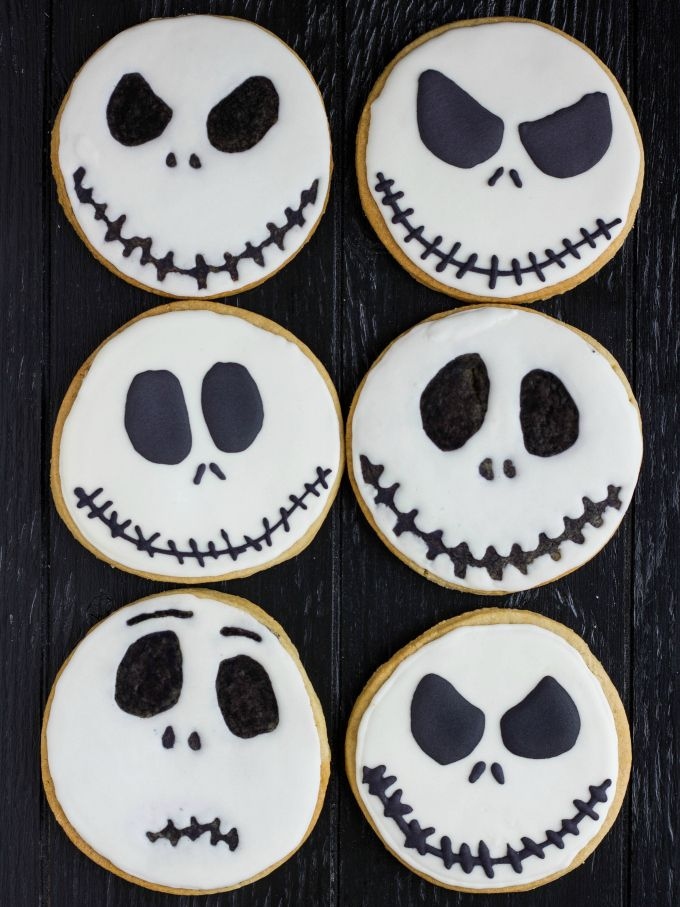 Just in time for Halloween! Royal icing Jack Skellington cookies articulated two ways!