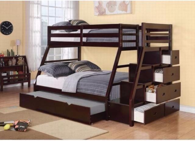 """lits superposés simple sur double avec escalier sécuritaire. lit gigogne et 5 tiroirs sur le côté pour rangement.notre prix web:$999.00 + taxesdimensions:98""""l x 56""""w x 65""""hle lit gigogne format simple (en-dessous) est inclus.vous pouvez l'utiliser également pour faire du rangement. matelas et accessoires vendus"""