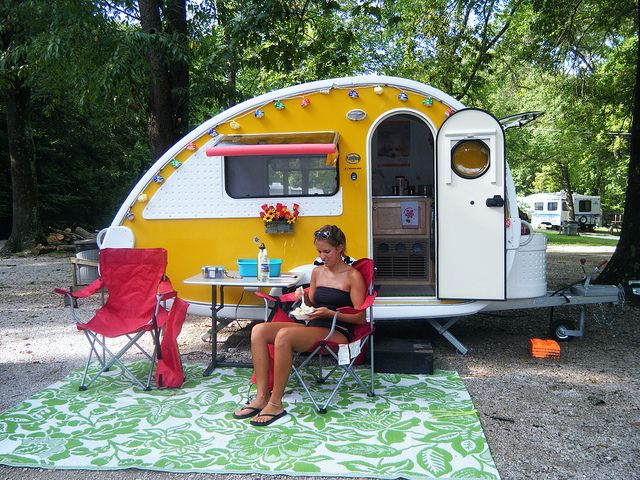 Yellow teardrop camping in style pinterest sjov og ideer for Teardrop trailer with bathroom