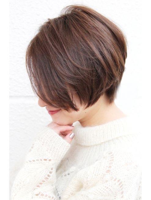 レウナ 外苑前(Reuna)黒髪でも可愛く決まるニュアンスショートボブ