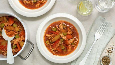 Lag en fargesterk gryte med norsk kylling og gode grønnsaker som du ofte har i kjøleskapet. Her har vi brukt potet, gulrot, selleri, løk og tomat. Enkelt, kjapt og supergodt!