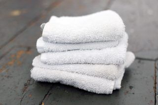 How to Whiten Towels (4 Steps) | eHow