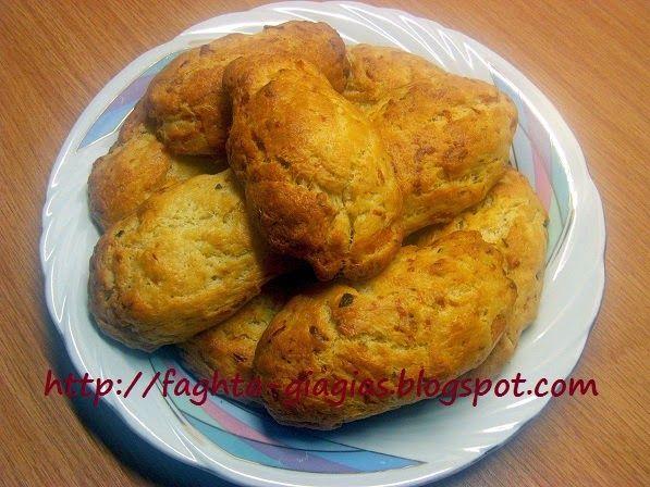 Τα φαγητά της γιαγιάς - Αφράτα μπισκότα με τυρί και ντομάτα