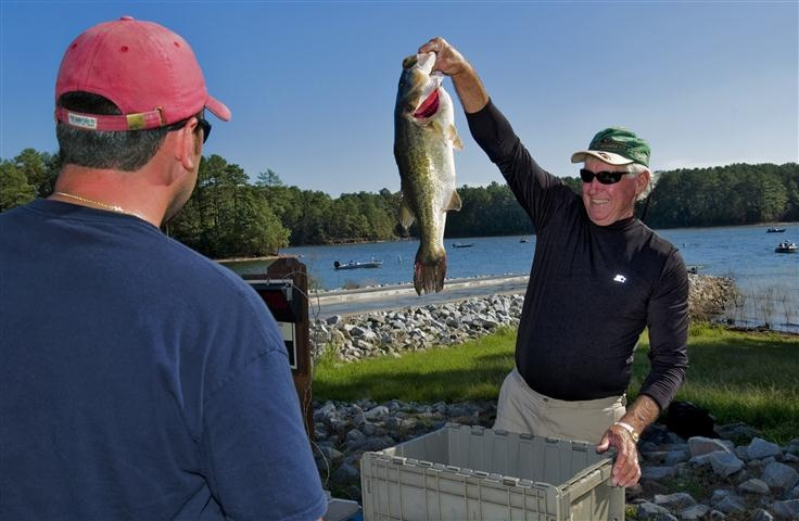 Bass fishing at dreher island state park 30 miles from for Lake murray fishing hot spots