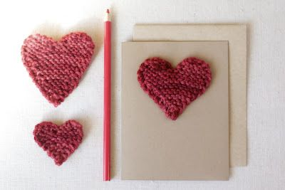 Cute knitted hearts pattern.