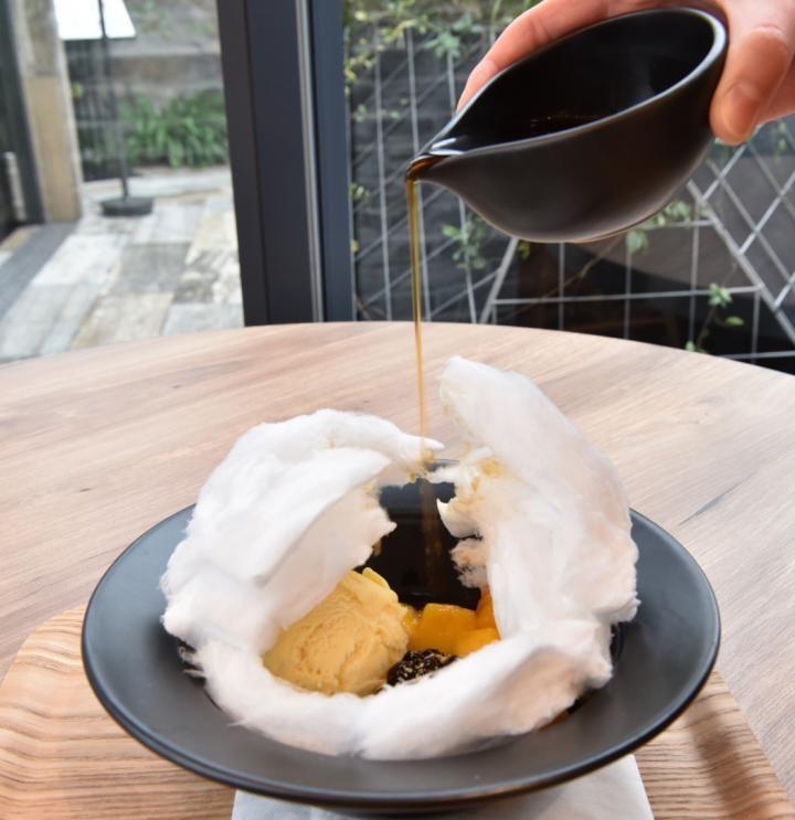 もこもこ綿あめの中からマンゴーやアイスが♪ 日本初上陸の台湾茶カフェ「彩茶房」 | ことりっぷ