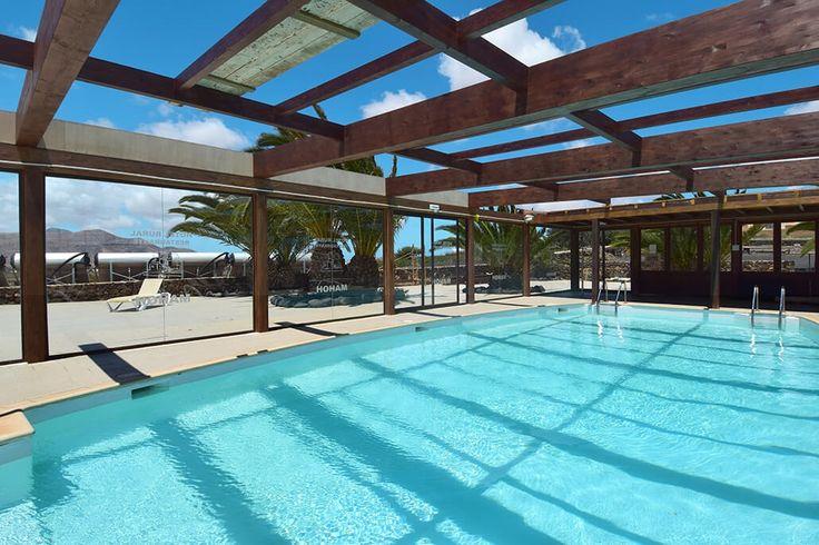 Description: Klein gezellig en zeer gastvrij hotel met zwembad en geheel eigen authentieke sfeer gelegen midden in de fascinerende natuur van Fuerteventura. Ver van het geijkte toeristenpad authentiek hotel midden in de natuur Het kleinschalige gezellige en gastvrije Hotel Rural Mahoh bevindt zich midden in het fascinerende natuurschoon van Fuerteventura. Alleen al voor de rit erheen is het de moeite waard er ooit een keertje te verblijven. Verder en verder van het geijkte toeristenpad…